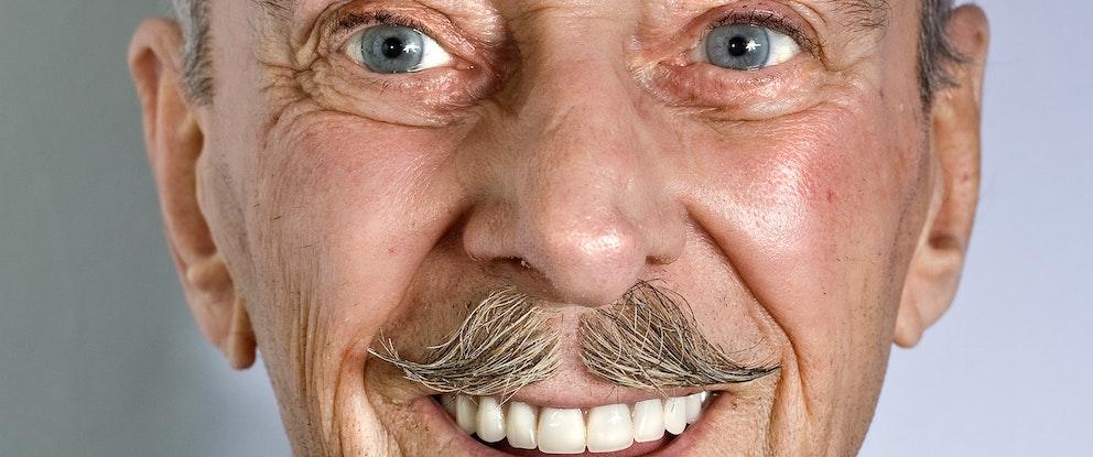インプラントVS入れ歯! 6つの決定的な違いとは?