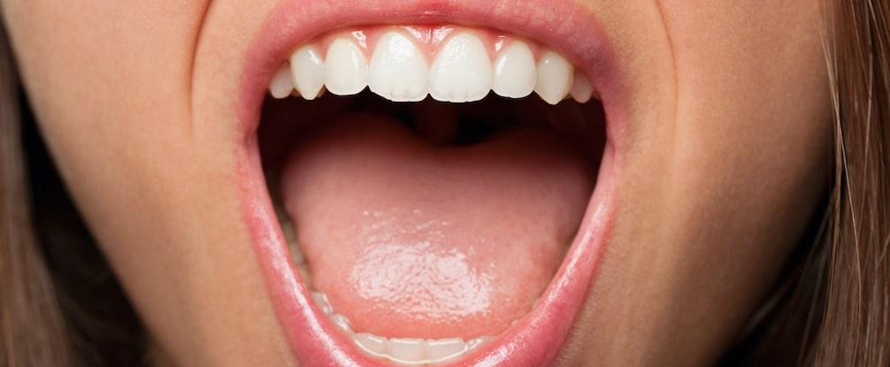 ベロが白いのは病気??舌苔(ぜったい)の正体と予防ケア